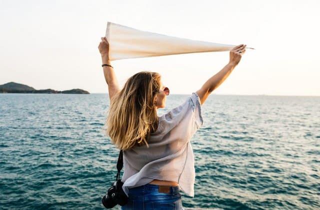 Wanita Memang Selalu Ribet dengan Barang Bawaannya, Sebagai Wanita Pastikan Kamu Tak Lupa Membawa 5 Barang Sederhana Ini Agar Liburan Berjalan Sempurna