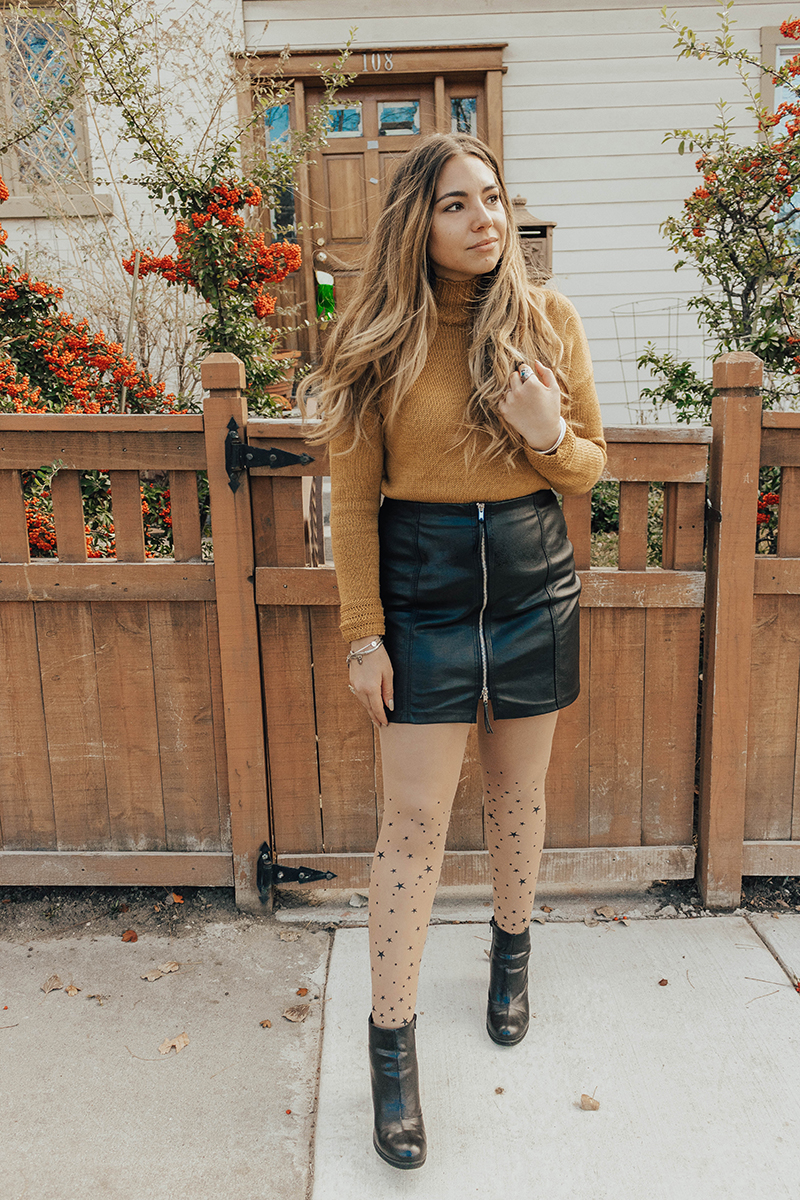 faux leather skirt, skirt outfit, mini skirt in winter