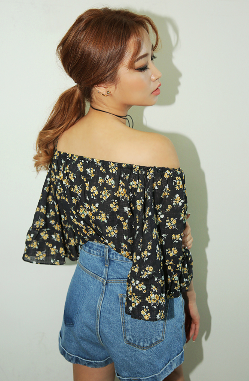 Floral Pattern Off-Shoulder Blouse