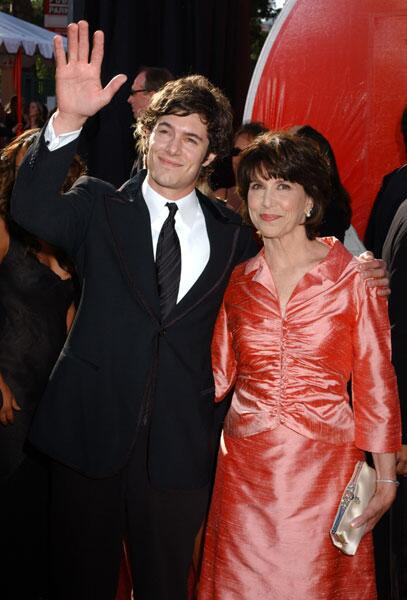 adam brody and his mom valerie award show