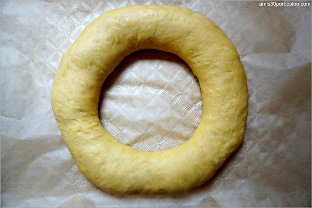 Masa de Roscón de Reyes con la Forma Tradicional
