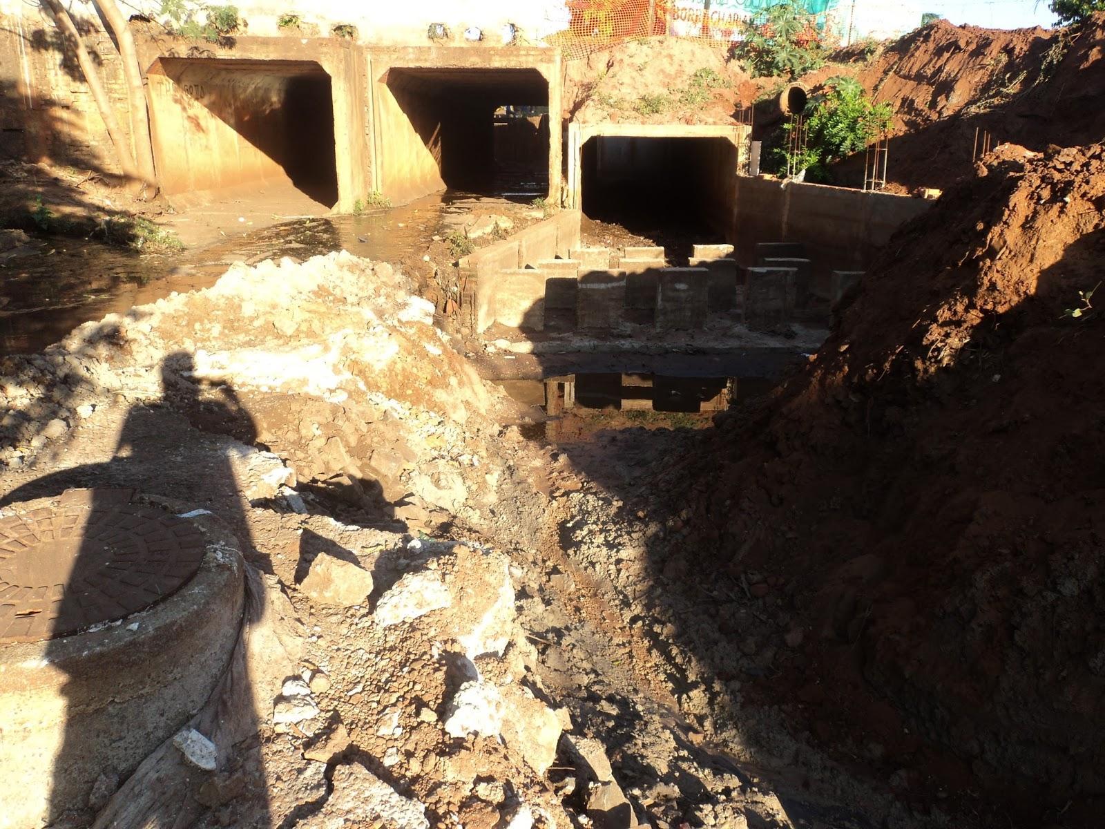 Projeto errado da construção da galeria vai romper rede de esgoto #B1991A 1600 1200