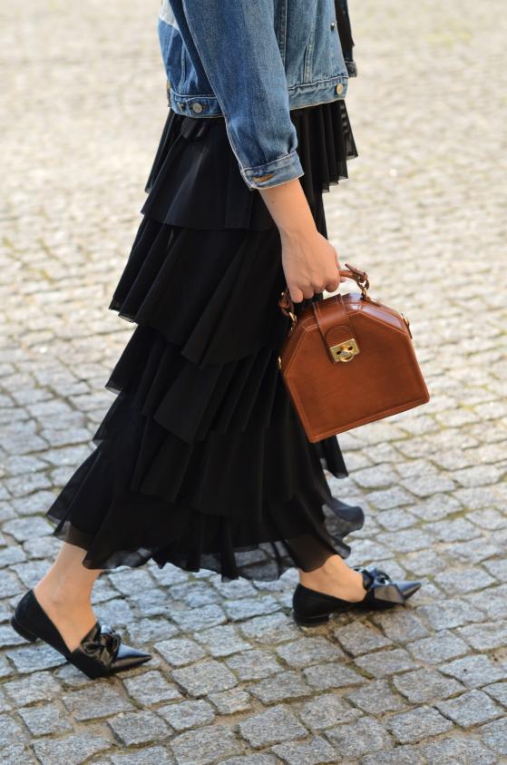 sukienka maxi falbany Zalando, buty Zara  i torebka vintage