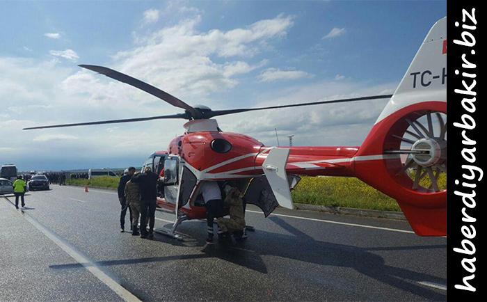 DİYARBAKIR- Diyarbakır-Batman Karayolu'nda meydana gelen trafik kazasında 1 kişi hayatını kaybetmiş, 4 kişi yaralanmıştı. Kaza yerine intikal eden ambulans helikopter yola inmişti.