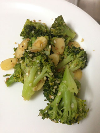 broccoli salad with almond