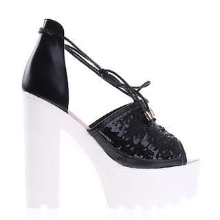sandale negre din piele ecologica cu paiete si talpa alba si toc gros