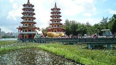 Trip to the Dragon and Tiger Pagodas At Lotus Lake