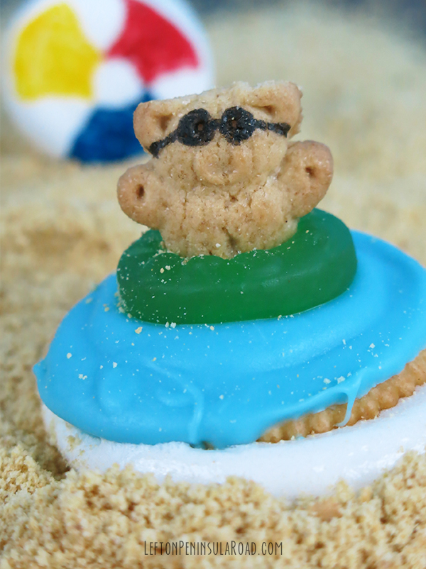 Teddy Grahams and Ritz Crackers go together to make cute Beach Party S'mores