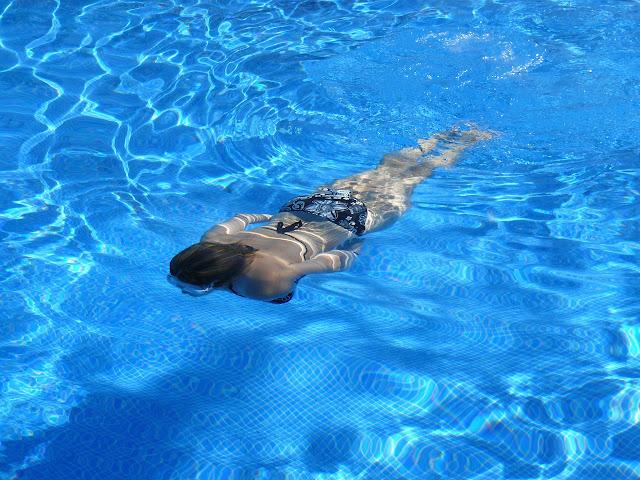 Las piscinas pueden enfermar tus oídos