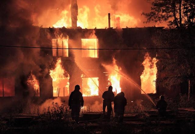 Homem ateia fogo em casa e mata mulher e três enteados no Ceará