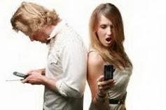 Alasan Larangan Mengintip Ponsel dan E-mail Pasangan