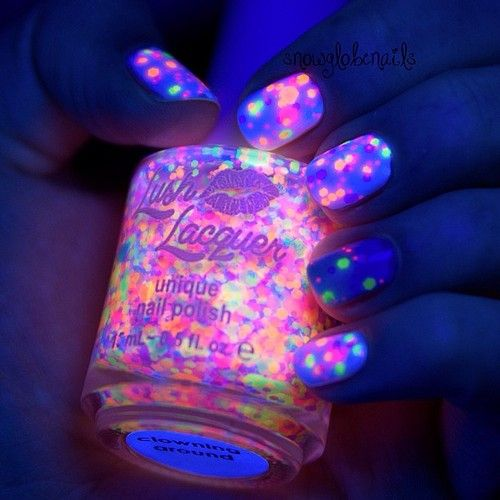 amazing nails that glow in the dark