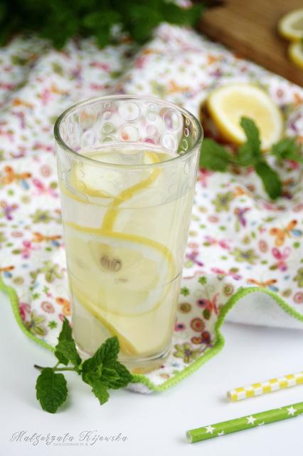 jak zrobić lemoniadę? z czego robi się lemoniadę? lemoniada robiona w domu, daylicooking