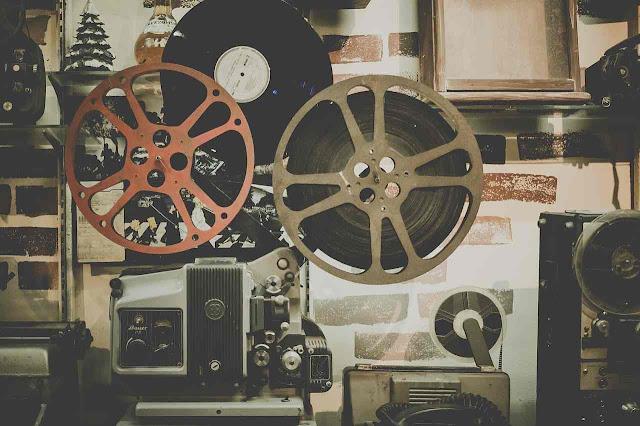 La Comisión Fílmica de Medellín nace como la primera entidad de este tipo que se crea en una ciudad colombiana, para que promueva la ciudad como escenario para grandes rodajes cinematográficos