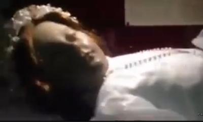 Cadáver Momificado Abre los Ojos