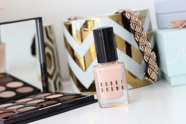 Bobbi Brown Sandy Nudes Nail Polish in Naked