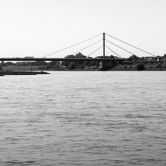 Bruecke, schwarz weiß Fotografie