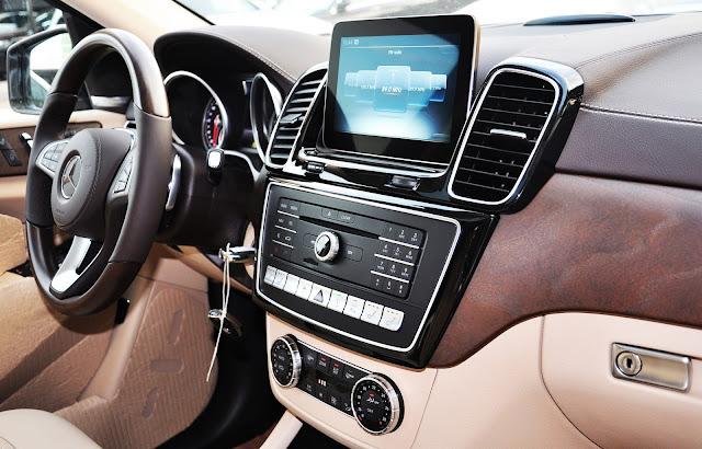 Mercedes GLS 400 4MATIC sử dụng Màn hình màu TFT 8 inch
