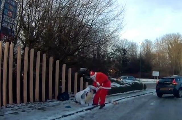 Άγιος Βασίλης πετάγεται από το αμάξι και σώζει γυναίκα που έφαγε τούμπα! Tο βίντεο που κάνει τον γύρο του διαδικτύου...