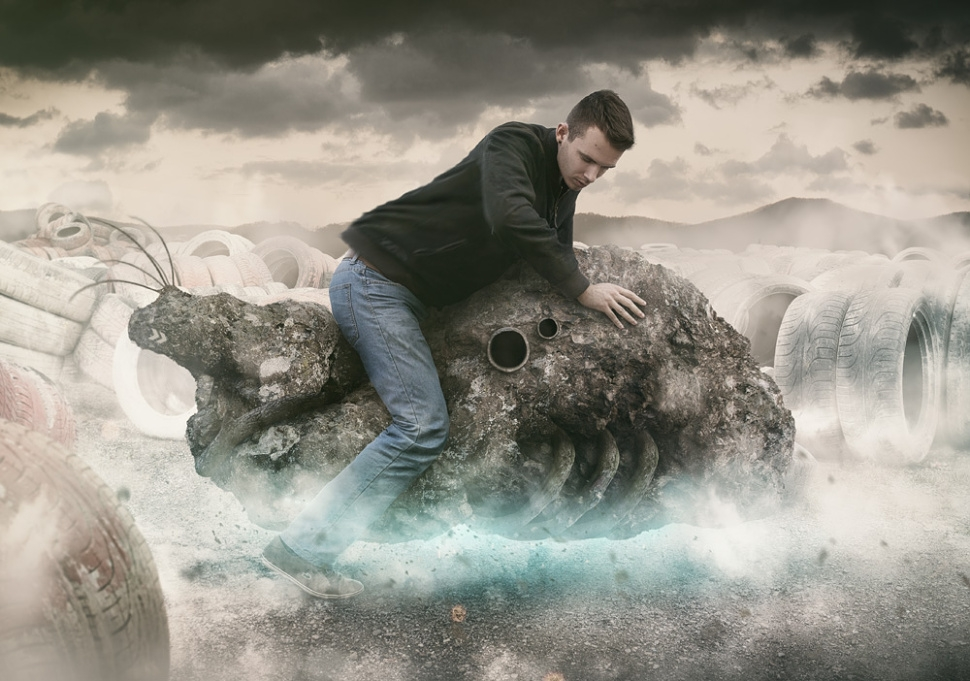 08-Creature-Peter-Cakovsky-Photo-Manipulations-Create-Surreal-Scenes-www-designstack-co