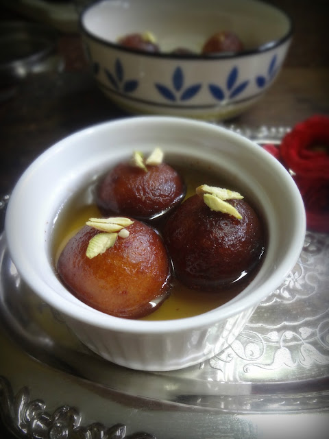 Gulab jamuns made easy using home mdade mava khoya