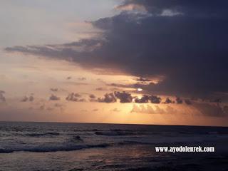 Indahnya matahari tenggelam di Pantai Ngudel, Malang