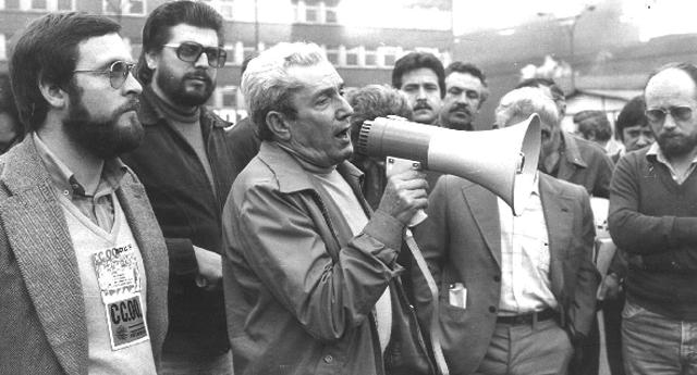 Marcelino Camacho megáfono en mano