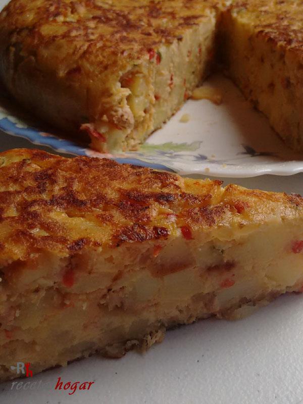 Tortilla española con pimiento y atún