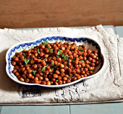 Por que grãos de bico e cerveja no Shalom Zachor?