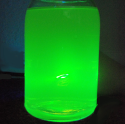 percobaan membuat glow in the dark