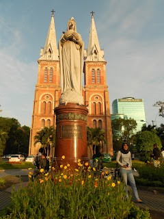 backpacking ke ho chi minh city