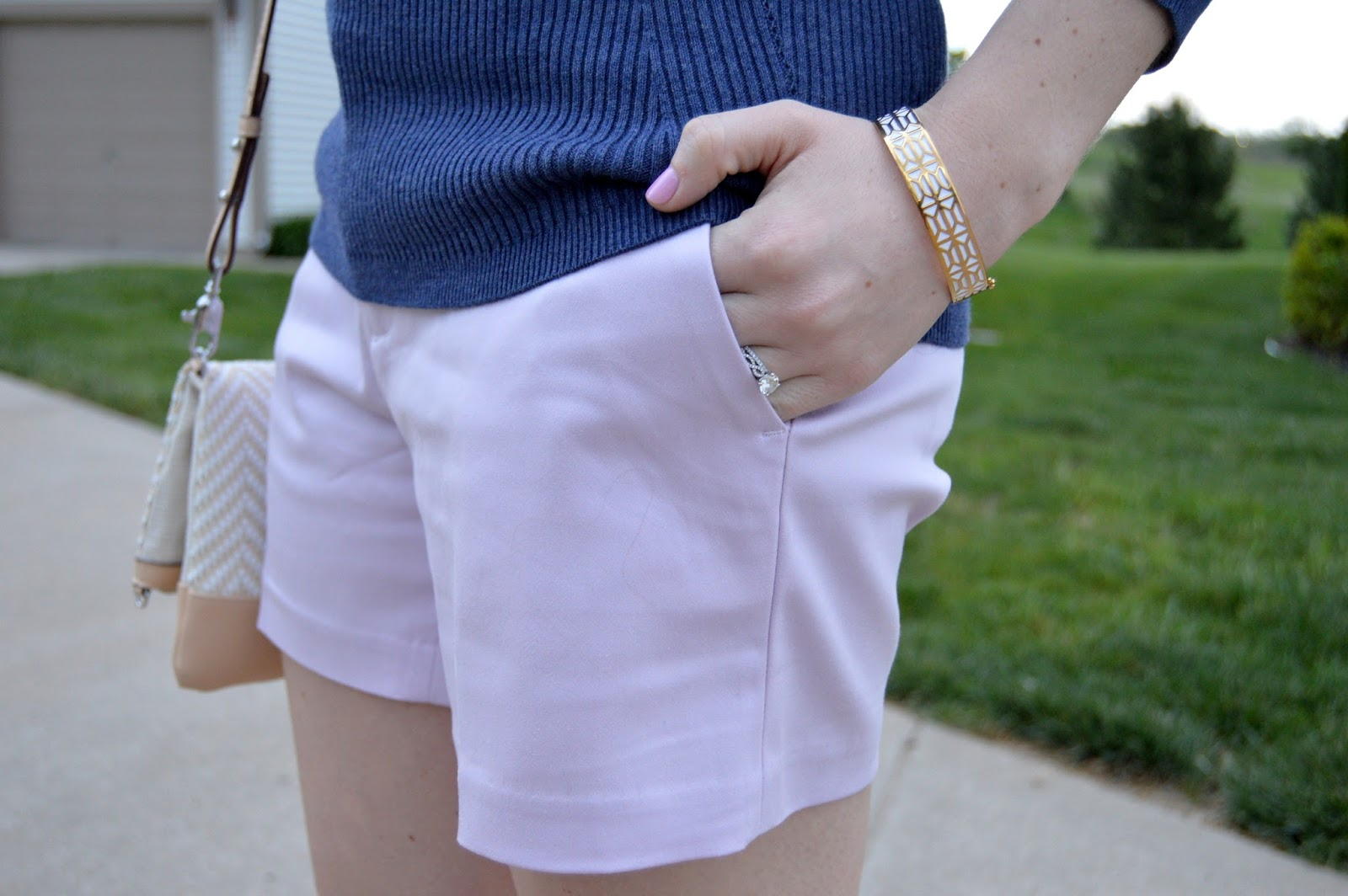 what colors look good with lilac | a memory of us | spring shorts | banana republic shorts review | spring outfit ideas | what to wear this spring