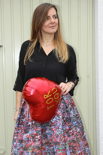 look st valentin, jupe maje graffiti, escarpins jonak les petites bulles de ma vie