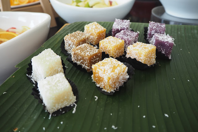 dorsett singapore hotel buffet assorted kuehs
