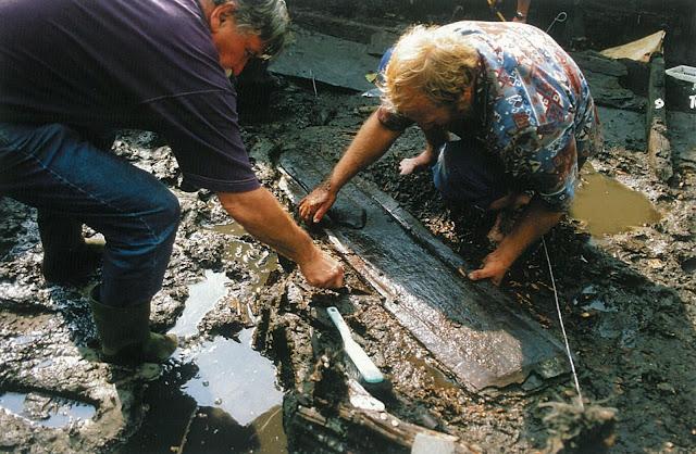 Fragmenty łodzi wczesnośredniowiecznej z Wolina, zdjęcia Fundacji Nauki Polskiej