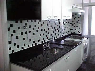 Cozinhas decoradas com pastilhas de vidro  CONTATO 27
