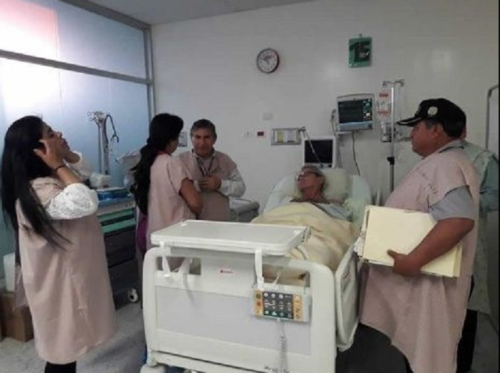 Pese al error que dejó al niño con serias secuelas, el galeno tiene apoyo de su gremio y pacientes / EL DEBER