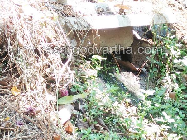 Kerala, News, Kasargod, Nileshwaram, Septic tank, Waste water, Complaint, Protest.