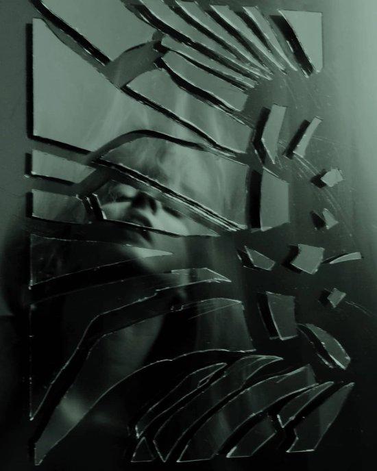 Aleksandra Wasilewska vasilevska.x instagram fotografias auto retratos preto branco surreal emotivo fashion
