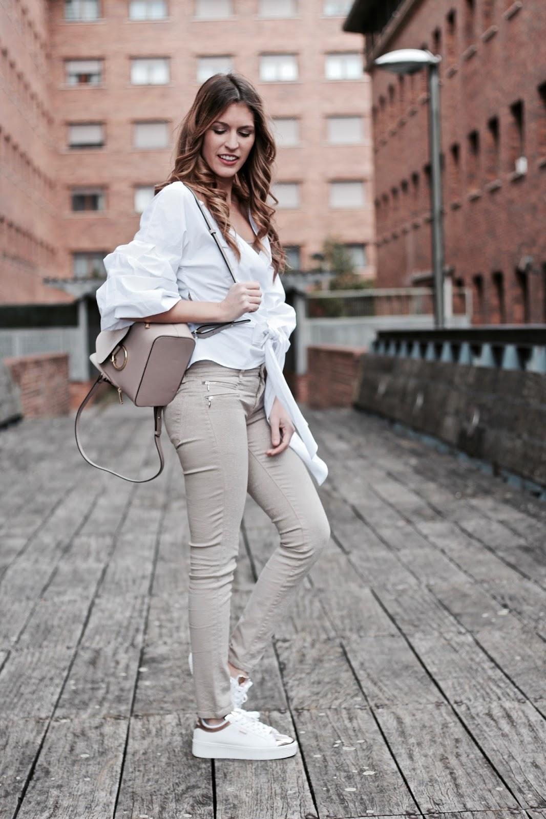 blusa blanca amarrada