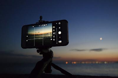 Smartphone Photography vs DSLR photography - VedTech.xyz