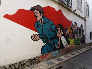 Graffiti: Zum Aufbruch - unter der roten (sozialistischen) Flagge in Lissabon