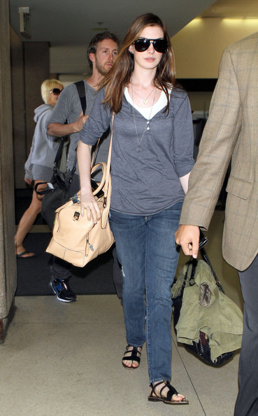 2d966292f1d20 Anne Hathaway looking gorgeous with her TOD's D Bag Bauletto
