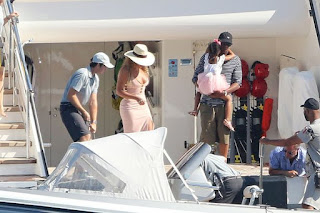 , Beyonce risks nip slip in plunging dress as she steps off a luxury yacht, Latest Nigeria News, Daily Devotionals & Celebrity Gossips - Chidispalace
