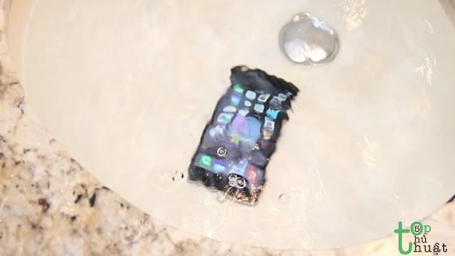 iPhone rơi vào nước