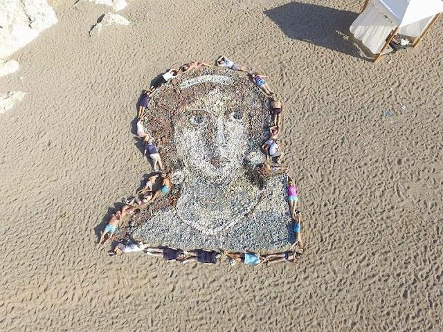 Εκπληκτικό πορτραίτο της Αφροδίτης από… βότσαλα!