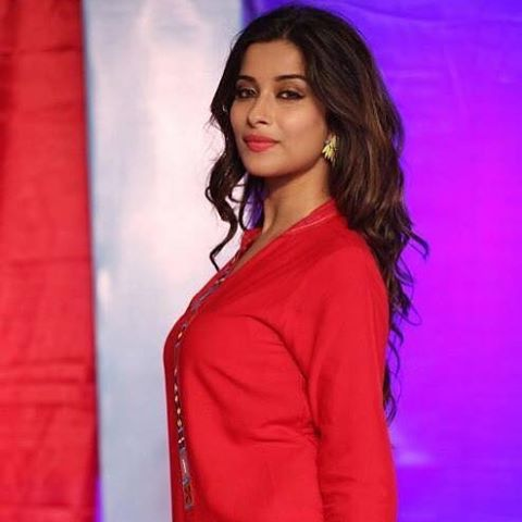 Madhurima-Banerjee-in-red-at-show