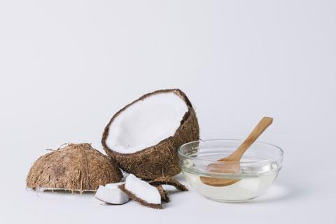 cara menghitamkan rambut secara alami dengan minyak kelapa
