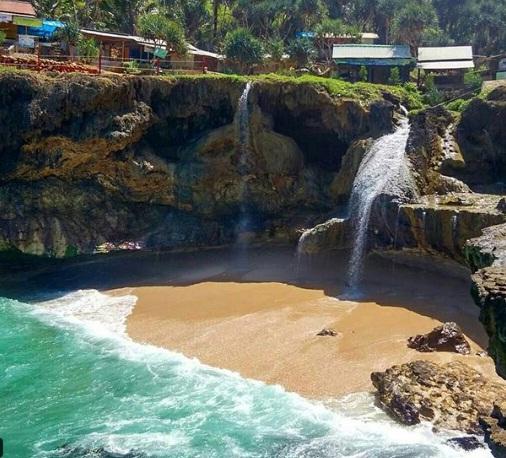 Pantai Banyu Tibo Wisata Pacitan