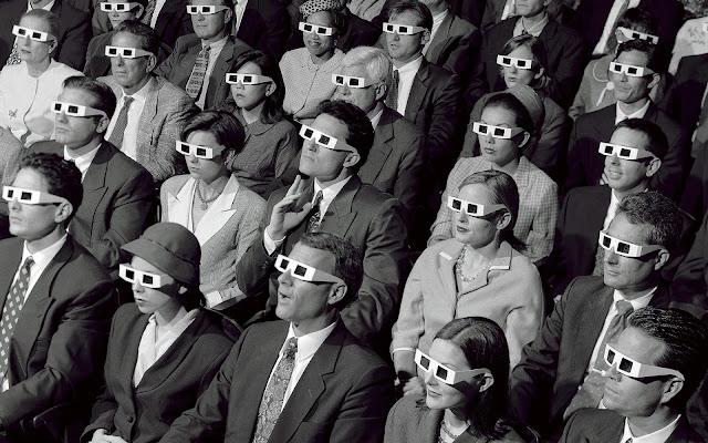 Espectadores de cine con gafas 3D